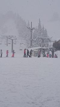 降雪が続く