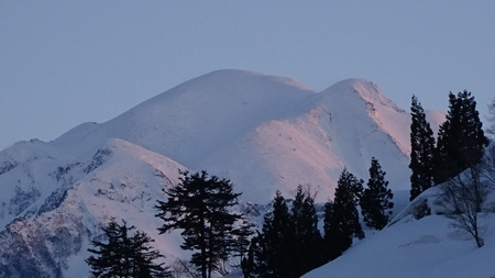 夕陽に染まる越後駒ケ岳