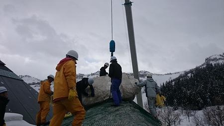 巨大雪山をラッピング
