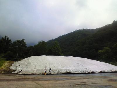 真夏に雪山出現